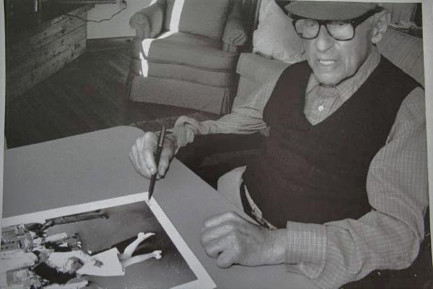 Eisenstaedt signing his VJ photo, August 1995 at an event on Martha's Vineyard. [1]